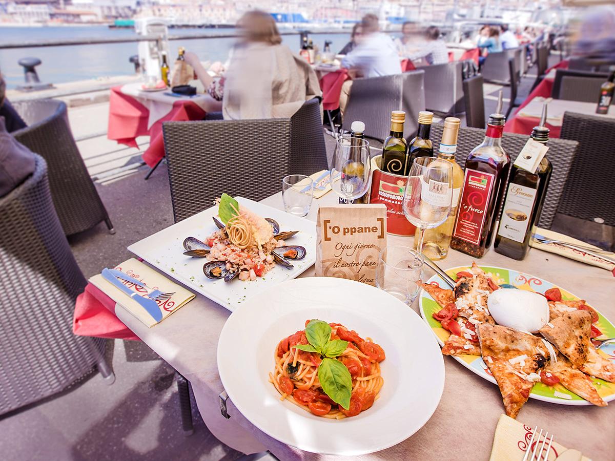 Rossopomodoro ristorante pizzeria porto antico genova for Cucina arredi genova